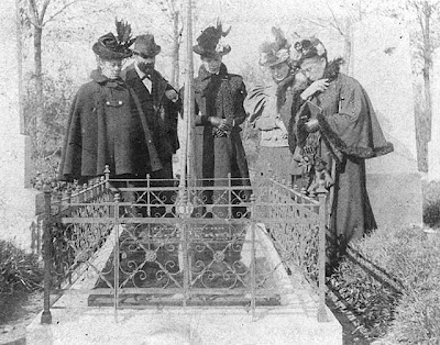 Freud con sorelle e madre al funerale di Jacob Freud
