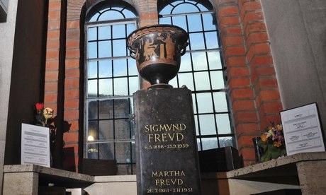 Urn containing Sigmund