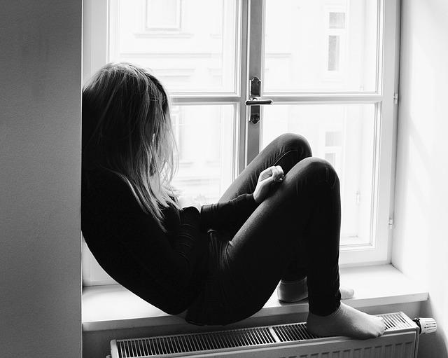 Cosa spinge i giovani verso il suicidio?